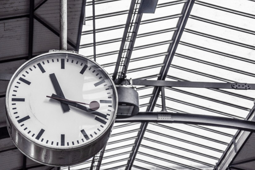 clock-deadline-departure-4090-825x5501
